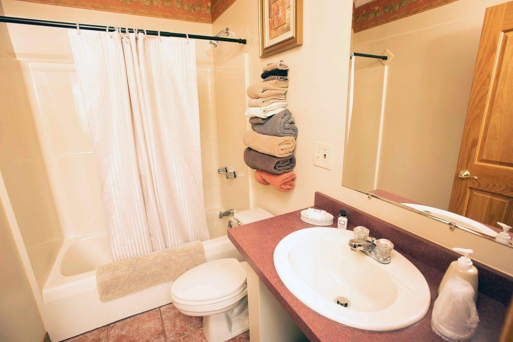 queen-bathroom